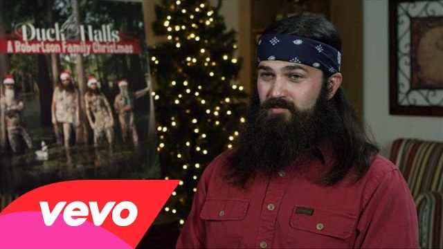 The Robertsons – Who's The Best Or Worst Person To Be Caught Under The Mistletoe With?