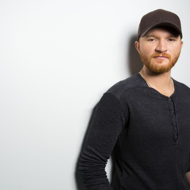 "Eric Paslay's ""High Class"" Song Featured in Upcoming ESPN/ABC College Football Postseason"