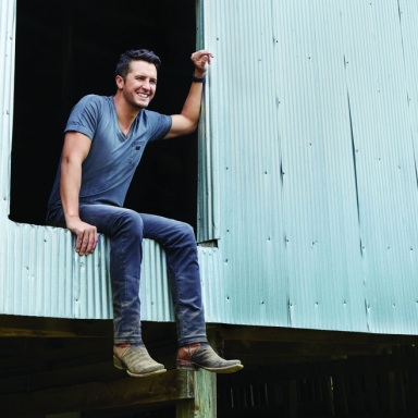 "LUKE BRYAN'S ""HUNTIN', FISHIN' AND LOVIN' EVERY DAY"" HITS NO. 1"