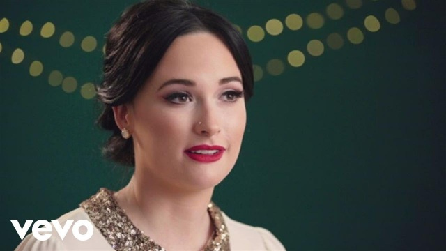 Kacey Musgraves – What Are You Doing New Year's Eve? (In The Studio)