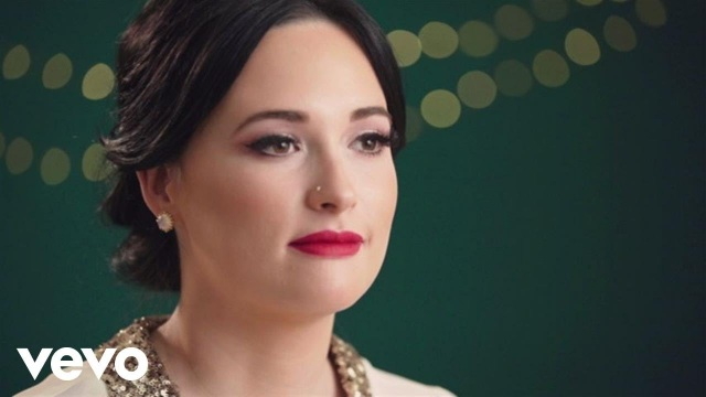 Kacey Musgraves – Have Yourself A Merry Little Christmas (In The Studio)