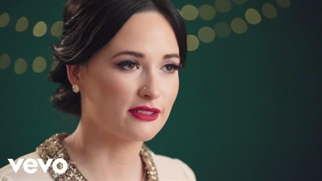 Kacey Musgraves – Mele Kalikimaka (In The Studio) ft. The Quebe Sisters