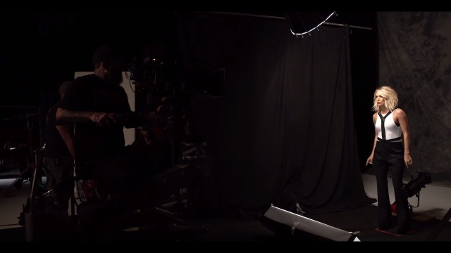 """Behind-the-scenes of Carrie Underwood's music video """"Dirty Laundry"""""""