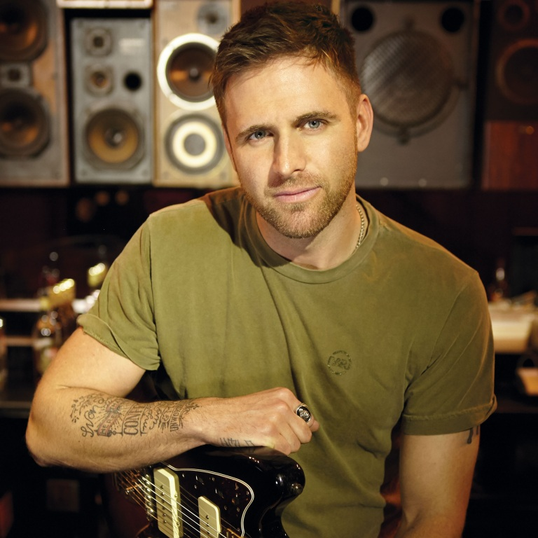 "MERCURY NASHVILLE'S CANAAN SMITH BRINGS NEW SINGLE, ""LIKE YOU THAT WAY"" TO COUNTRY RADIO"