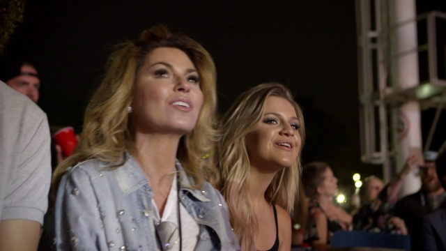 Shania Twain Stops by the You Look Good World Tour