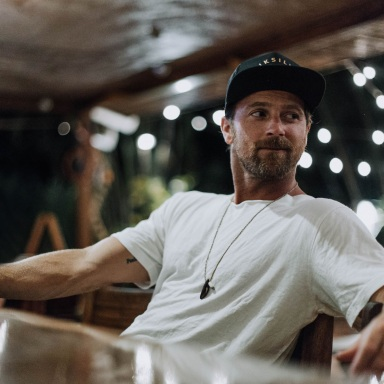 "KIP MOORE PREMIERES EVOCATIVE NEW MUSIC VIDEO FOR ""LAST SHOT"" EXCLUSIVELY WITH ENTERTAINMENT TONIGHT"