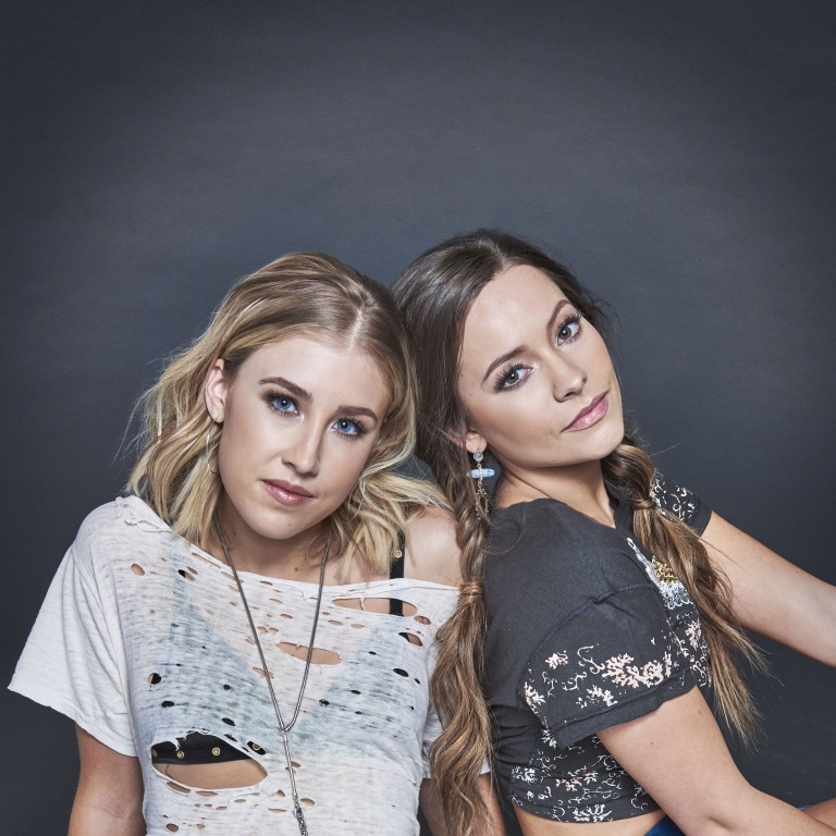 "MADDIE & TAE UNVEIL FLIRTATIOUS OFFICIAL MUSIC VIDEO FOR ""CONFESSIONAL"" (ROLLING STONE) NEW  SINGLE ""FRIENDS DON'T"""