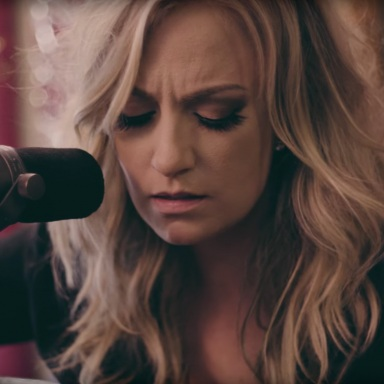 """Clare Dunn Releases Soulful Rendition of Bob Dylan's """"Make You Feel My Love"""" Acoustic Track Available Everywhere Today"""
