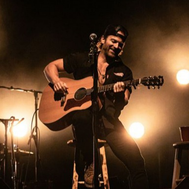 KIP MOORE STACKS STRING OF SOLD-OUT SHOWS ACROSS THIRD RUN OF ROOM TO SPARE: ACOUSTIC TOUR